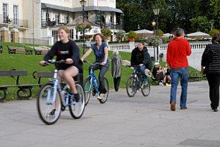 Kingston Guardian: Scenic day out: Cyclists ride along the water in Richmond